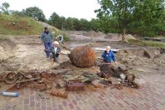 leeg maken zeemijn, 19 mei 2015 Hille van Dieren en Jaap Spits