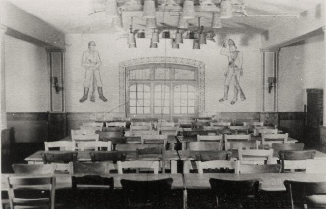 De kantine v.d. Tiger met tekeningen gemaakt door Ludwig Gilman.